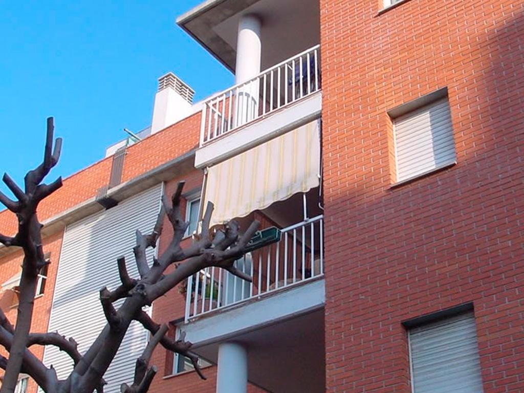 También llamado toldo telón, el toldo Stor es ideal para su instalación en terrazas